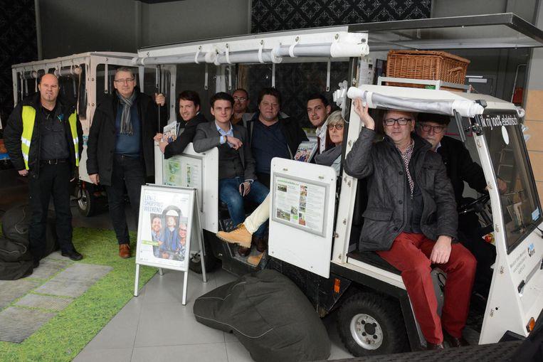 Elektrisch treintje vervoert bezoekers lenteshoppingweekend