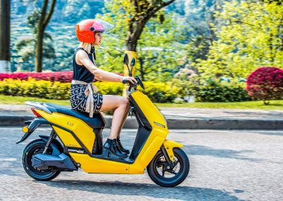 Girl with yellow Lifan E3 Standard - 142